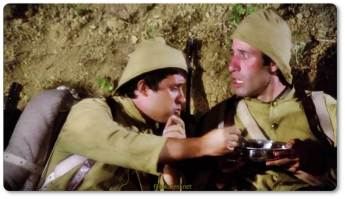 Askerde kumandanı Hüsamettin'i sürekli yaralayan ve türlü sakarlıklar yapan Şaban ile askerlikten sonra bir eğlence yerinde birlikte çalgıcılık yaptığı asker arkadaşı Ramazan, çalıştıkları yerde kanto yapan Nigar'a aşık olurlar.