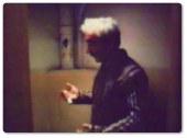Prensiplerine bağlı eski bir müzik yapımcısı olan Muhsin Bey ve şöhret olmak isteyen Ali Nazik ismindeki saf delikanlının basit macerası olarak başlayıp Muhsin Bey in yaşam ve onur mücadelesine dönüşen olayları konu almaktadır.